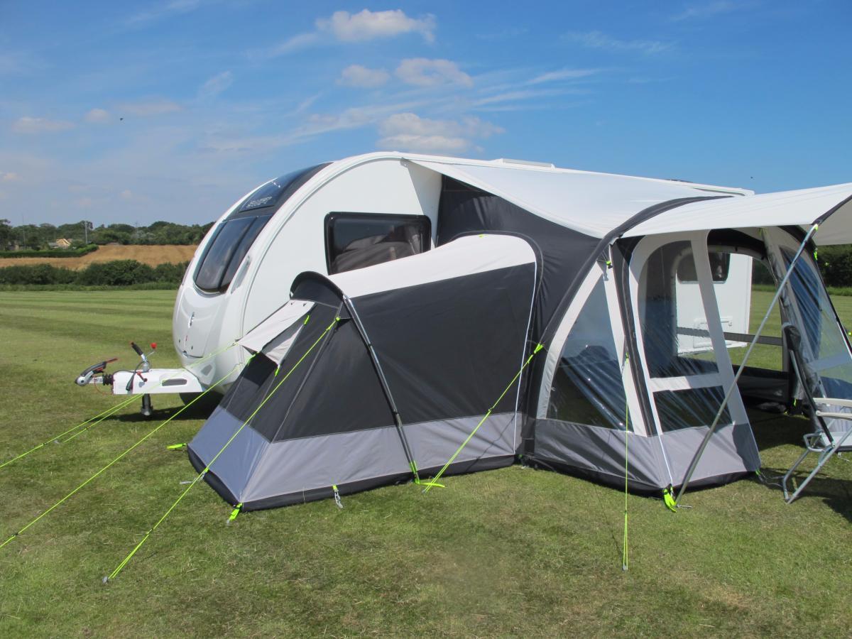 Auvent gonflable kampa fiesta air 350 pour caravane avec for Auvent gonflable kampa pour camping car