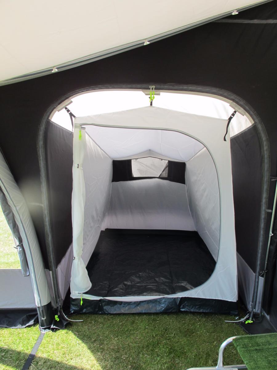 Auvent gonflable kampa fiesta air 350 pour caravane avec for Caravane chambre 19 meubles